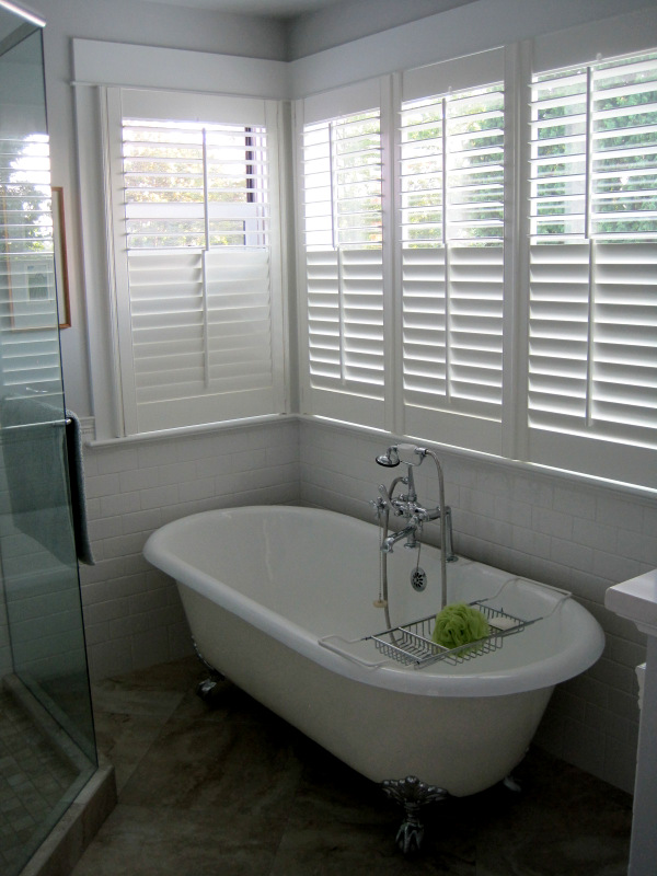 2013-8, shutters around tub