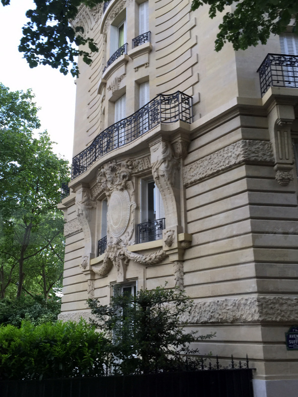 Paris bldg balc 1