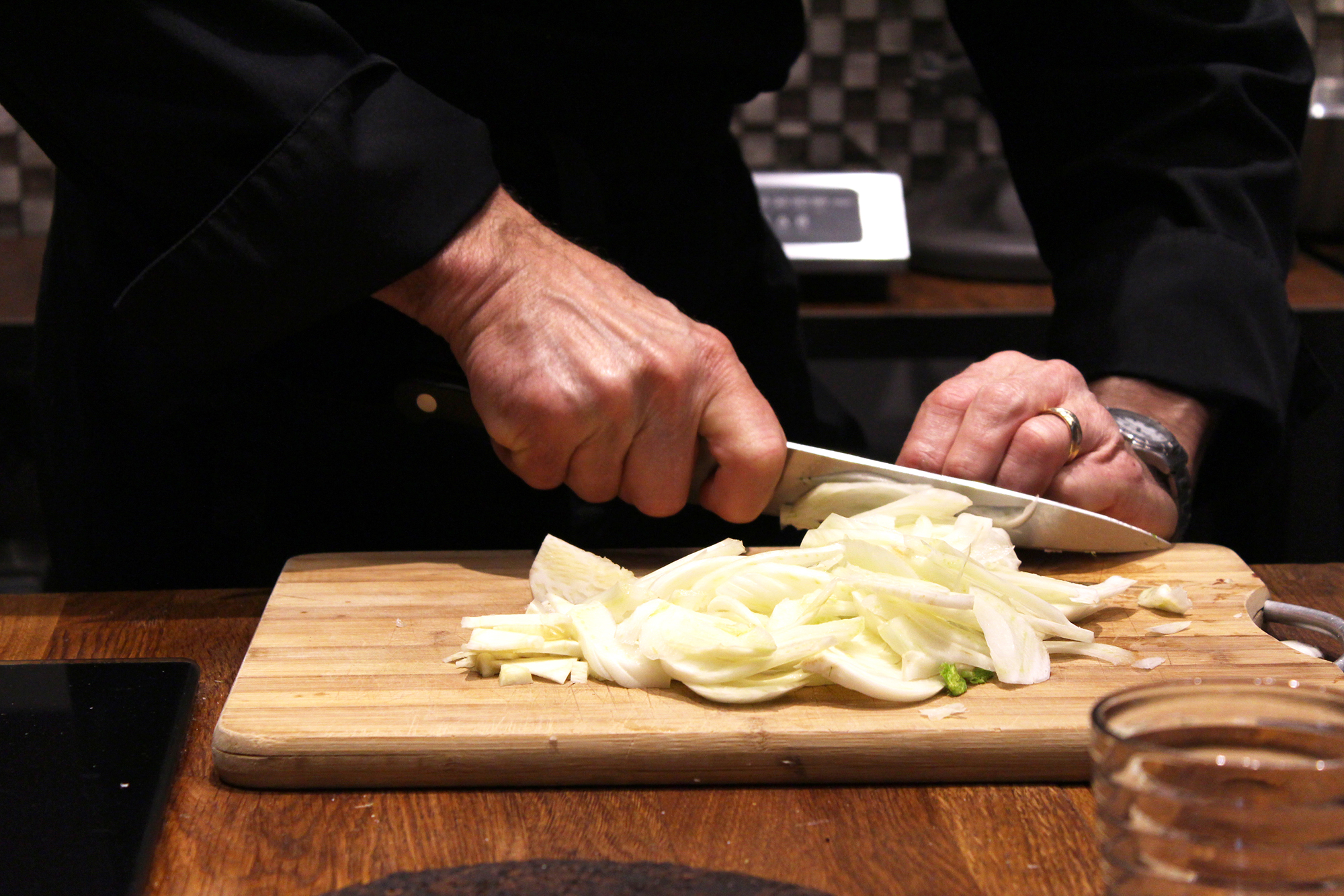 slicing celeriac